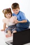 взгляд компьтер-книжки пленок детей шаржа Стоковые Фото