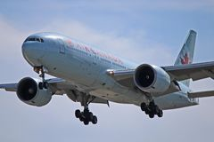 Взгляд конца-Вверх Air Canada Боинга 777-200LR Worldliner стоковое фото