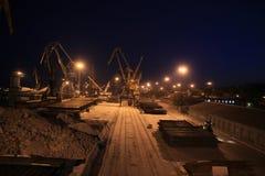 Взгляд кранов морского порта вечером стоковая фотография rf
