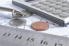 взгляд кредита конца карточки предпосылки финансовохозяйственный поднимающий вверх Стоковая Фотография RF