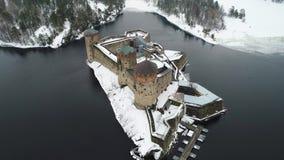 Взгляд крепости Olavinlinna, видео дня в марте воздушного Savonlinna, Финляндия видеоматериал
