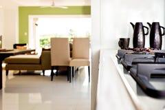 Взгляд крупного плана газовой плиты в современной кухне роскошного дома стоковая фотография rf