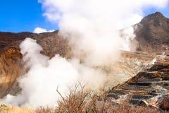 Взгляд крупного плана дыма в горе на дыме owakudani приходя вне Стоковое Фото