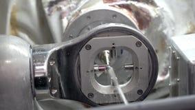 Взгляд крупного плана на высекать процесс в зубоврачебной филировальной машине сток-видео