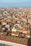 Взгляд крыш Венеции от вершины колокольни Сан Marco в Венеции, Италии Стоковая Фотография RF