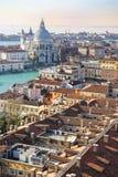 Взгляд крыш Венеции от вершины колокольни Сан Marco в Венеции, Италии Стоковое фото RF