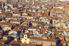 Взгляд крыш Венеции от вершины колокольни Сан Marco в Венеции, Италии Стоковые Изображения RF