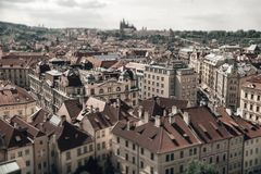 Взгляд крыш вокруг старой городской площади Праги, чехословакской стоковые изображения rf