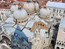Взгляд куполов собора St Mark стоковое изображение rf