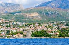 Взгляд курортного города Herceg Novi и крепости конематки сильной стороны от моря, Черногории Стоковые Фотографии RF