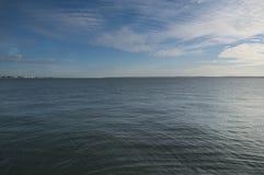 Взгляд к голубому горизонту стоковое изображение rf