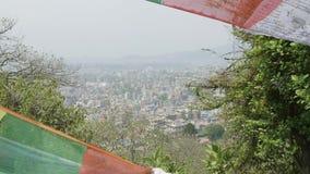 Взгляд к городу Катманду от старого виска обезьяны Sawayambhunath, Непал сток-видео