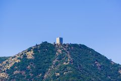 Взгляд к держателю Umunhum от парка графства Quicksilver Almaden, южной области San Francisco Bay, Santa Clara County, Калифорния стоковое изображение rf