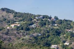 Взгляд к домам построенным в холмах альтов Лос Стоковая Фотография RF