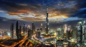 Взгляд к заливу сразу после захода солнца, ОАЭ дела Дубай стоковая фотография rf