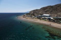 Взгляд к пляжу Красного Моря стоковые фото
