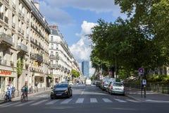 Взгляд к улице в центре Парижа Стоковые Фотографии RF