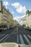 Взгляд к улице в центре Парижа Стоковое фото RF