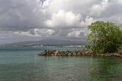 Взгляд к Фор-де-Франс от Ла Pointe du Поединка - Мартиникы стоковая фотография