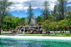 Взгляд лагуны, в общественном парке Ла Каролины в севере города Кито эквадор стоковая фотография