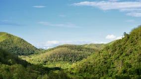 Взгляд ландшафта горы на голубом небе Стоковая Фотография RF