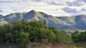 Взгляд ландшафта горы на пасмурном Стоковые Изображения RF