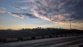 Взгляд ландшафта Река яркое и colourfull Заход солнца неба Стоковая Фотография RF