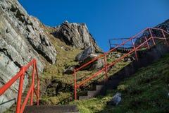 Взгляд лестницы на Sheepshead с маяком стоковое фото rf