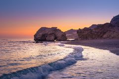 Взгляд лета пляжа на заходе солнца, Tertsa, Крита Стоковые Изображения