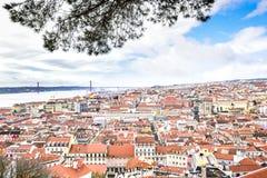 Взгляд Лиссабона от верхней части замка Sao jorge Стоковые Изображения