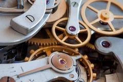 Взгляд макроса передачи часов Концепция соединения колес шестерней cogs механизма хронометра секундомера Малая глубина  Стоковые Фото