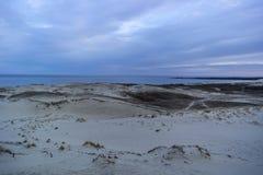 Взгляд мертвых дюн, вертела Curonian и лагуны Curonian стоковое изображение