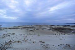 Взгляд мертвых дюн, вертела Curonian и лагуны Curonian стоковое фото