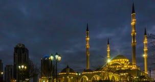 Взгляд мечети Akhmad Kadyrov, города Грозного, столицы Чеченской Республики русского видеоматериал