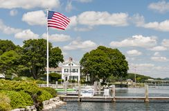 Взгляд мистического морского порта со шлюпками и домами, Коннектикутом стоковое фото rf