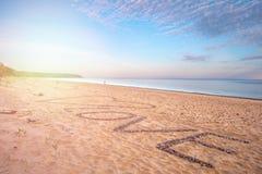 Взгляд моря и пляжа и блефов Стоковые Фото