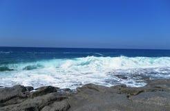 Взгляд моря от берега Пляж Стоковые Изображения RF