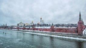 Взгляд Москвы Кремля в зиме Россия сток-видео