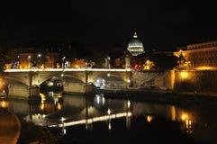 Взгляд моста Vittorio Emanuele II и купол из базилики St Peter Стоковые Изображения RF