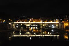 Взгляд моста Vittorio Emanuele II и купол из базилики St Peter Стоковые Фото