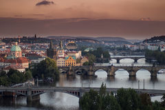 Взгляд мостов Праги с оранжевым небом сверху Стоковая Фотография