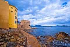 Взгляд набережной деревни St Tropez старый, известное туристское назначение на Коуте d Azur стоковое изображение