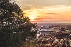 Взгляд над заходом солнца Фрайбурга стоковое фото rf