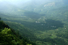 Взгляд над зеленой долиной Стоковое Изображение RF