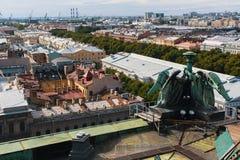 Взгляд над крышами от собора ` s StIsaac в StPetersburg, России зодчество Стоковое Фото