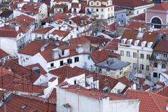 Взгляд над крышами Baixa стоковая фотография