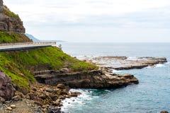 Взгляд над мостом скалы моря 665 метров длинным, сбалансированным консольным мостом вдоль сценарного грандиозного Тихого океан пр Стоковое Фото