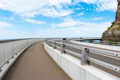 Взгляд над мостом скалы моря 665 метров длинным, сбалансированным консольным мостом вдоль сценарного грандиозного Тихого океан пр Стоковые Фотографии RF