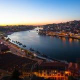 Взгляд над рекой к ноча, Порту Дуэро Стоковые Изображения
