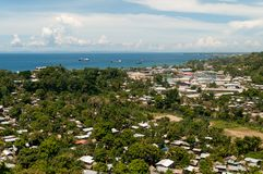 Взгляд над Хониарой и железным нижним звуком, Хониарой, Гуадалканалом, Соломоновыми Островами стоковые фотографии rf